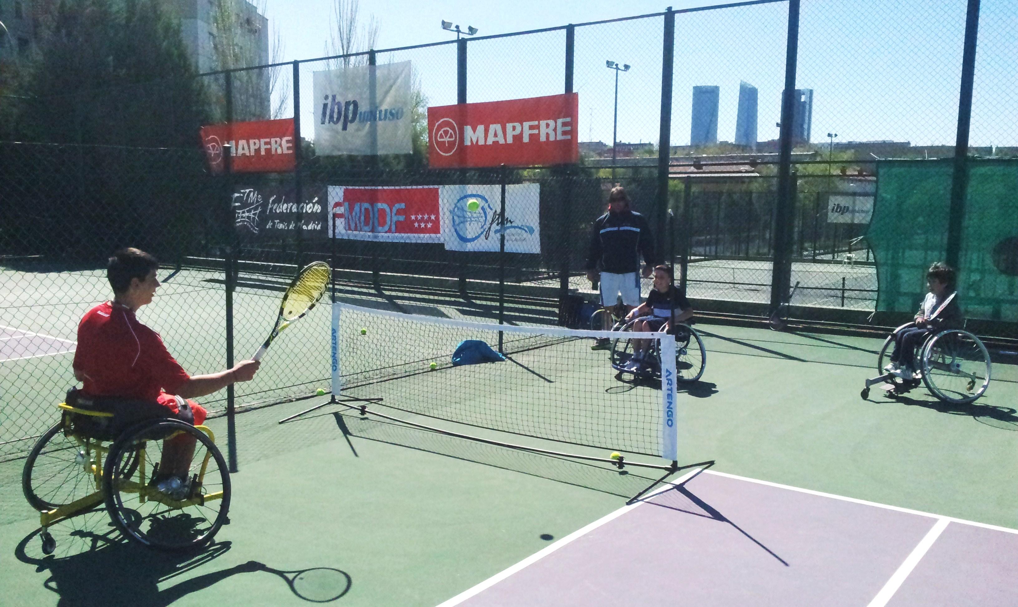 La FTM y la FMDDF firman un convenio de colaboración durante la I Jornada de Iniciación al Tenis en Silla